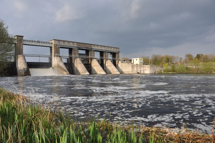 Parteen regulating weir on the Lower River Shannon. Dams block the migration of fish species, and also the transport of sediments along rivers. Hydroelectricity may be a renewable energy source, but it has not proven to be a sustainable one in Ireland. Less than 1,000 salmon pass upstream though the Shannon dams each year, on a river with an annual conservation escapement target of 45,000.