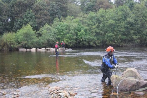 Removing croys on the River Dee (from www.riverdee.org.uk)